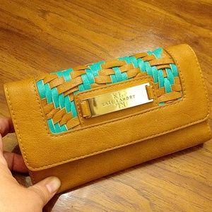 Kate Landry, wallet